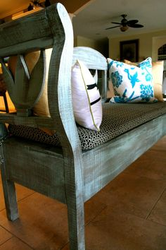 Love the dry brush of Annie Sloan's Duck Egg Blue on this bench!