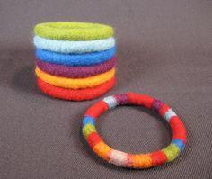 How to make wet felted bangle bracelets eBook tutorial pdf Needle Felted Animals, Felt Animals, Needle Felting, Wool Felting, Wet Felting Projects, Felting Tutorials, Felt Bracelet, Bangle Bracelets, Felt Roses