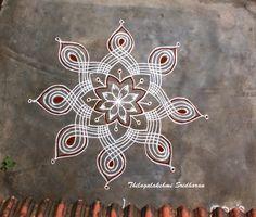Padi kolams: Padi kolams are usually drawn using parallel lines which cross over diagonally or at right angles. Rangoli Designs Flower, Rangoli Border Designs, Rangoli Designs Diwali, Rangoli Designs Images, Kolam Rangoli, Beautiful Rangoli Designs, Mehandi Designs, Rangoli Borders, Rangoli Patterns