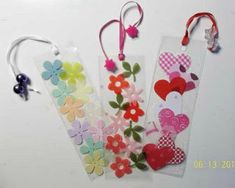 Create a Homemade Mothers Day Craft Gift and Pamper mom with Mother's Day gift ideas that make her feel special. Homemade Mothers Day Craft Gift comes straight from the heart. Mothers Day Crafts, Crafts For Kids, Arts And Crafts, Paper Crafts, Homemade Bookmarks, Bookmark Craft, Book Markers, Family Gifts, Family Holiday
