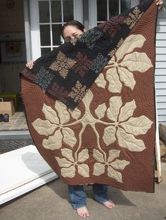 Nice brown and tan hawaiian quilt Hawaiian Quilt Patterns, Hawaiian Pattern, Hawaiian Quilts, Aplique Quilts, Two Color Quilts, Cute Quilts, Applique Patterns, Textiles, Quilting Designs