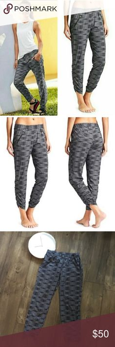 ATHLETA Ariel Aspire Ankle Pants Gray The featherweight Stretch pant in a black and white print with a tapered cinch hem and ankle length that goes from gym to street on the fly. Very highly rated, popular and sold out in Athleta stores. Rare, sold out everywhere! Rated UPF 50+  4 POCKETS. 2 front zip angle down for a slimming effect, 2 rear welt pockets are easy for stashing on the go. Athleta Pants Ankle & Cropped