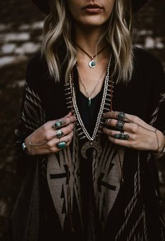 Eclectic jewelry inspired by Indie Fashion and the bohemian lifestyle Dark Bohemian, Boho Gypsy, Hippie Boho, Bohemian Style, Estilo Indie, Look Festival, Indie Fashion, Modern Witch Fashion, Gypsy Fashion
