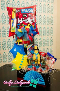 Candy Bouquet, Ideas Para Fiestas, Gift Bags, Gifts For Dad, Fathers Day, Ale, Diy And Crafts, Balloons, Basket