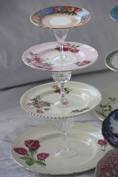 I saw this idea in a beautiful vintage inspired craft book I got for Christmas, called 'Homemade Gifts Vintage Style' by Sarah Moore. Old Plates, Vintage Plates, Cake Plates, Shabby Chic Crafts, Vintage Crafts, Tiered Cake Stands, Cake Stands Diy, Homemade Cake Stands, Vintage Cake Stands