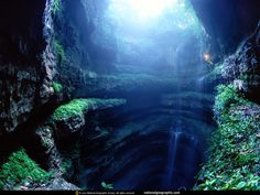 sotano de las golondrinas , san luis potosí Cave of Swallows, San Luis Potosi The Cave of Swallows is a natural gulf located in the town. National Geographic Wallpaper, Foto Art, Natural Wonders, Alabama, Places To See, Cool Pictures, Beautiful Places, Beautiful Scenery, Beautiful Life