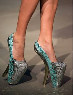 Paris Haute Couture Fashion Week: Jantaminiau makes shoes that models are afraid to wear! I can se why!!!