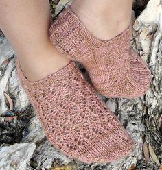 Harpa Socks by Natalie Jacobs - free pattern Baby Booties Knitting Pattern, Sock Knitting, Knitting Patterns Free, Free Knitting, Free Pattern, Knitting Videos, Pattern Ideas, Ankle Socks, Knitting Projects