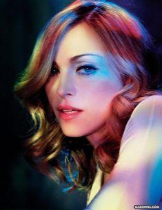 "Madonna Photo: Madonna ""Confessions On A Dance Floor"" Photoshoot Madonna Albums, Madonna Photos, Madonna 80s, Lady Madonna, Madonna Vogue, Veronica, Divas Pop, Best Female Artists, Madona"