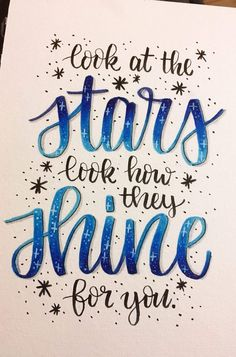 De quote ♥️ - New Ideas Calligraphy Quotes Doodles, Brush Lettering Quotes, Doodle Quotes, Hand Lettering Tutorial, Hand Lettering Alphabet, Bullet Journal Quotes, Bullet Journal Ideas Pages, Doodle Art Letters, Sketch Note