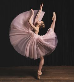Ballet Pictures, Dance Pictures, Ballet Art, Ballet Dancers, Ballerinas, Ballet Dance Photography, Dance Choreography, Dance Poses, Ballet Beautiful