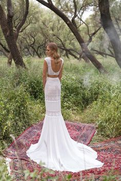 Bridal Separates two piece wedding dress trend : Crop top and long skirt with train