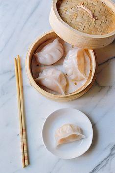 This recipe for Har Gow (dim sum crystal shrimp dumplings) has been a long time coming. Shrimp Dumplings, Chinese Dumplings, Bamboo Steamer Recipes, Sushi, Chicken Spring Rolls, Dumpling Recipe, Asian Cooking, Asian Recipes, Easy Recipes