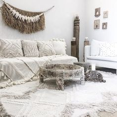 Summer is practically here! And keeping in mind that you might not have sufficient energy to give your living room a whole beautifying update… Bohemian Living Rooms, Boho Room, Bohemian Furniture, Bohemian Decor, Boho Chic, Tufted Couch, Wholesale Home Decor, Living Room Inspiration, Decoration