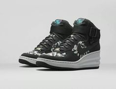 online retailer 0ccab 60926 Nike x Liberty Dark Grey Belmont Ivy Liberty Print Lunar Force 1 Sky Hi  Trainers