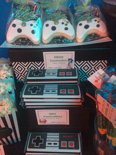 Xbox Controller Cookies and NES Controller Hershey's Bar - Retro Arcade Birthday Party Ideas Retro Birthday Parties, Nerf Birthday Party, Retro Party, Birthday Games, 7th Birthday, Sonic Birthday, Birthday Ideas, Retro Arcade, Retro Gamer