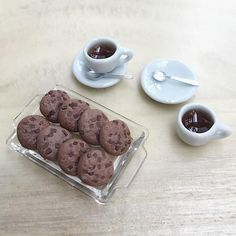 Miniature Chocolate Cookie in the tray and Coffee Set with Spoon 2 Sets For decorate your dolls house Material : Ceramic / Acrylic/ Polymer Clay Coffee :Resin Scale : 1/12 Tray Size : width 20mm. x Length 33mm. Saucers Size : Diameter 14mm. Cup Size : Diameter 12mm. Height 5mm. ----