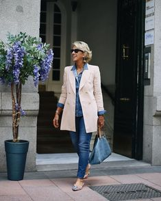 Best Fashion Tips For Women Over 60 - Fashion Trends Fashion Over Fifty, Over 50 Womens Fashion, Fashion Over 50, Look Fashion, Cheap Fashion, Fashion Women, Mode Outfits, Chic Outfits, Fashion Outfits