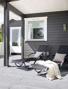 NYTT fargekart - Her finner du Jotuns mest anvendte farger for hus Dark House, My House, Outdoor Chairs, Outdoor Furniture, Outdoor Decor, Barcelona Chair, Panel, Exterior Paint, Sun Lounger