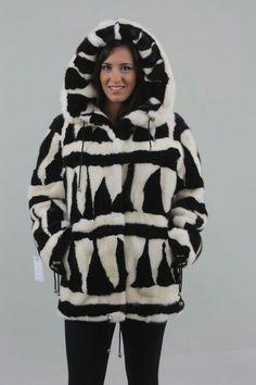 . Fur Fashion, Hoods, Rain Jacket, Fur Coat, Windbreaker, Winter Jackets, Black And White, How To Wear, Fur