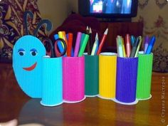 Help your kids with creative ideas for school crafts, let enjoy your back to school craft making moments too. Here are the Top 9 Back School craft Ideas. Toilet Roll Craft, Toilet Paper Roll Crafts, Paper Crafts For Kids, Diy For Kids, Crafts To Make, Fun Crafts, Arts And Crafts, Creative Ideas For Kids, Tissue Roll Crafts