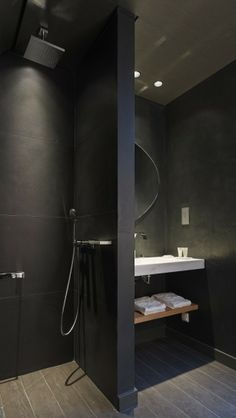 Prachtige zwarte badkamer!!