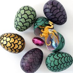 Having a Game of Thrones party? Make these DIY Game of Thrones dragon eggs. Use plastic eggs and create your own Dragon scales. Having a Game of Thrones party? Make these DIY Game of Thrones dragon eggs. Use plastic eggs and create your own Dragon scales. Game Of Thrones Birthday, Game Of Thrones Party, Game Of Thrones Dragons, Game Of Thrones Trivia, Game Of Thrones Halloween, Game Of Thrones Gifts, Dragon Birthday Parties, Dragon Party, Game Of Thrones Anniversaire
