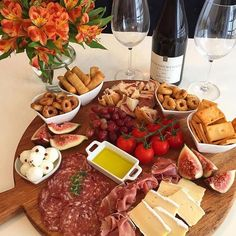 Party Food Platters, Cheese Platters, Food Dishes, Antipasto, Bistro Food, Charcuterie And Cheese Board, Cheese Party, Healthy Eating Recipes, I Love Food
