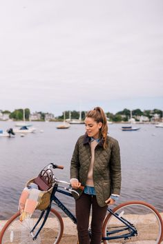A Fall Getaway To Kennebunkport & Cape Porpoise, Maine - Gal Meets Glam Barbour Jacket Outfit, Quilted Jacket Outfit, Barbour Jacket Women, Barbour Quilted Jacket, Chambray, Outfit Invierno, Gal Meets Glam, Fall Fashion Trends, Mode Outfits