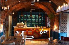 Traseu DESIGNIST în Sibiu Brick, Conference Room, Interior Design, Wood, Table, Home Decor, Nest Design, Decoration Home, Home Interior Design