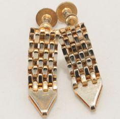 Arrow Gold tone Mesh Screw back Earrings  Vtg Jewelry