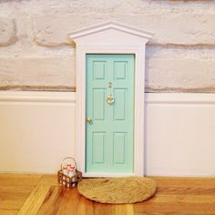 Las auténticas puertas para el ratoncito perez españolas,puertas ratón perez,regalo original niños.Toothfairy door,baby deco,kids deco trends.