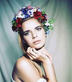 Slavic floral crown bridal headpiece by Hogo Fogo