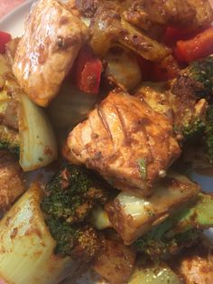 Salmon, fennel, broccoli, bell pepper, mushroom, curry paste #homemade #currypaste #onepan #salmon #happycooking #spicy #coconutoil #healthyfood #dinner