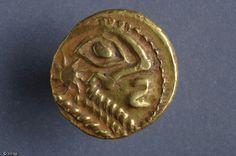 Monnaie gauloise en or découverte en 2005 sur le chantier de la rue aux Ours à Rouen.Protohistoire