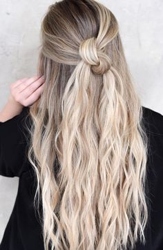 10 Hairstyles You Can Try In Less Than A Minute To Look Gorgeous. If you're a woman looking to reduce the hours dedicated to styling you hair, but still look flawless, this list will give you some tips to get ready in no time. Simple quick hairstyles that Office Hairstyles, Daily Hairstyles, Quick Hairstyles, Down Hairstyles, Pretty Hairstyles, Braided Hairstyles, Hairstyle Ideas, Easy Hairstyle, Hairstyle Tutorials
