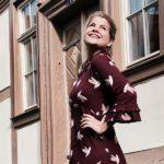 Ein deutsches Label, dass sich eben diesem Stil verschrieben hat, habe ich kürzlich für mich entdeckt: Mademoiselle YéYé fertigt wunderschöne Retro-Looks – ohne angestaubt zu wirken. Und das Beste: alle Produkte sind vegan und 100% animal-friendly. (mehr …) Berlin, Ootd, Mademoiselle, Retro, Fashion Inspiration, Vegan, Full Skirts, Products, Gowns