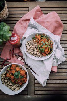 Perfekt für laue Sommerabende ist die Quinoa Pfanne mit Sugo, gekocht von Bloggerin berries and passion. Pasta, Vegan, Chana Masala, Berries, Ethnic Recipes, Delicious Dishes, Easy Meals, Cooking, Food Food