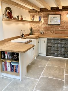 Old Stone Cottage Case Study - Hidcote Flagstones 04 Stone Kitchen Floor, Open Plan Kitchen Dining, Barn Kitchen, Home Decor Kitchen, Kitchen Living, Rustic Kitchen, New Kitchen, Home Kitchens, Cottage Kitchen Interior