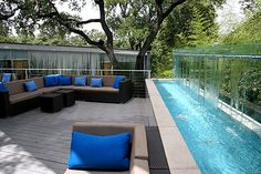 My husband would flip if he saw this...OMG, what I would give to have this backyard!!