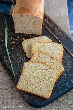 Pâine toast moale și pufoasă, ideală pentru mic dejun și sandvișuri | Bucate Aromate Baby Food Recipes, Cooking Recipes, Mets, Banana Bread, Toast, Recipies, Good Food, Goodies, Food And Drink