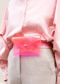 ac4db3ee1dac See-Through Bags Have Taken Over The Streets (Refinery29)
