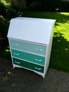 The Weathered Door: Ombre Secretary Desk - DIY Before and After Furniture Projects, Furniture Making, Furniture Decor, Painted Furniture, Repurposed Furniture, Loft Studio, Woodworking Furniture Plans, Woodworking Wood, Mandala Design