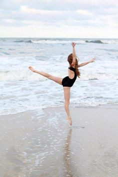 dance and ocean = peace and beauty. wish i was there right now