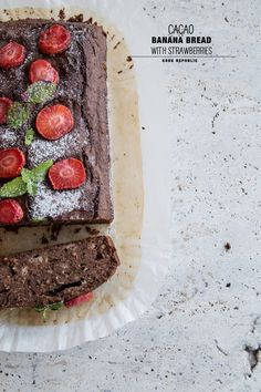 cacao banana bread with strawberries: gluten and dairy free Dairy Free Chocolate, Chocolate Recipes, Flourless Muffins, Cacao Recipes, Raw Cacao, Fabulous Foods, Cookies Et Biscuits, Dessert Recipes, Desserts