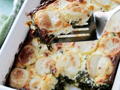 Spinach Feta and Potato Gratin. Spinach Feta and Potato Gratin- Layered casserole with potatoes spinach and feta. Side Dish Recipes, Veggie Recipes, Vegetarian Recipes, Dinner Recipes, Cooking Recipes, Healthy Recipes, Vegetarian Bake, Salmon Recipes, Cooking Time