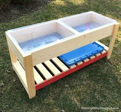 DIY Sand & Water Play Table - Jaime Costiglio Стол для игры на песке и воде DIY<br> A DIY tutorial to build a sand and water play table. Make the perfect play space for kids and they'll be entertained for hours. Kids Sand Table, Kids Craft Tables, Sand And Water Table, Water Tables, Water Table Diy, Kids Play Table, Diy Outdoor Toys, Kids Outdoor Play, Kids Play Area