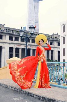 Vietnamese Wedding Dress.       ///////.     Vietnamese/English wedding invitation @ www.ThiepCuoiCali.com.        ///////////.