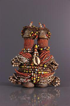 Poupées de fertilité Dowayo - Statues-statuettes - Art africain #ArtAfricain #Statues #Dowayo Fertility Statue, Statues, Afrique Art, African Dolls, Art Africain, Old Toys, Tribal Art, Ghana, Palm