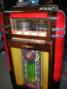 """1939 Wurlitzer 600 Jukebox with """"keyboard"""" style selection tabs."""